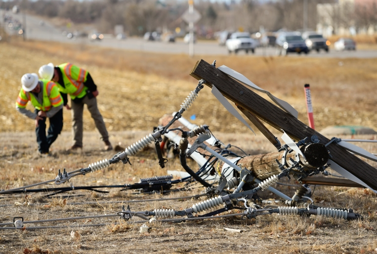 Longmont, wind, utility, poles, power, outage